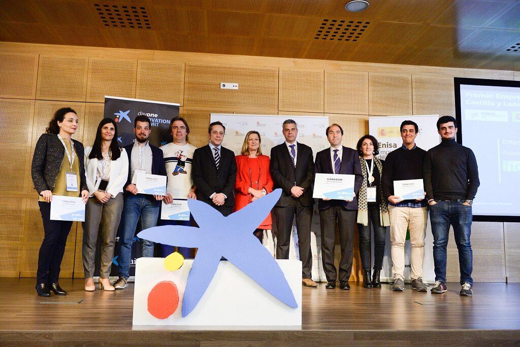 Ficosterra recogiendo el premio emprendedor XXI Castilla y León
