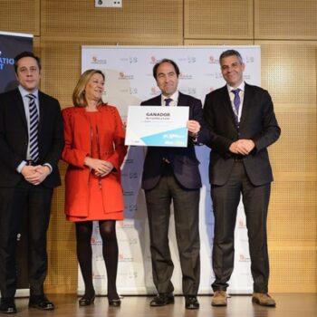 Ficosterra recogiendo el premio emprendedor XXI Castilla y León tras el estudio de la utilización de algas para abonar la tierra
